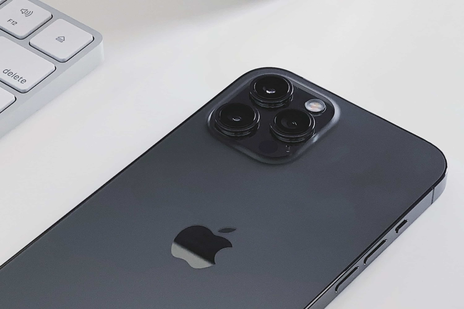 apple-forging-ahead-with-folded-camera-technology-seeking-suppliers-20201130-1