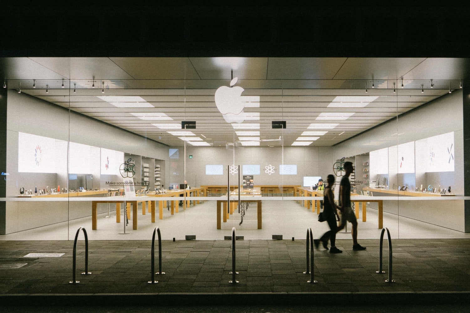 us-apple-stores-offer-express-storefronts-and-quick-pick-up-20201130-1