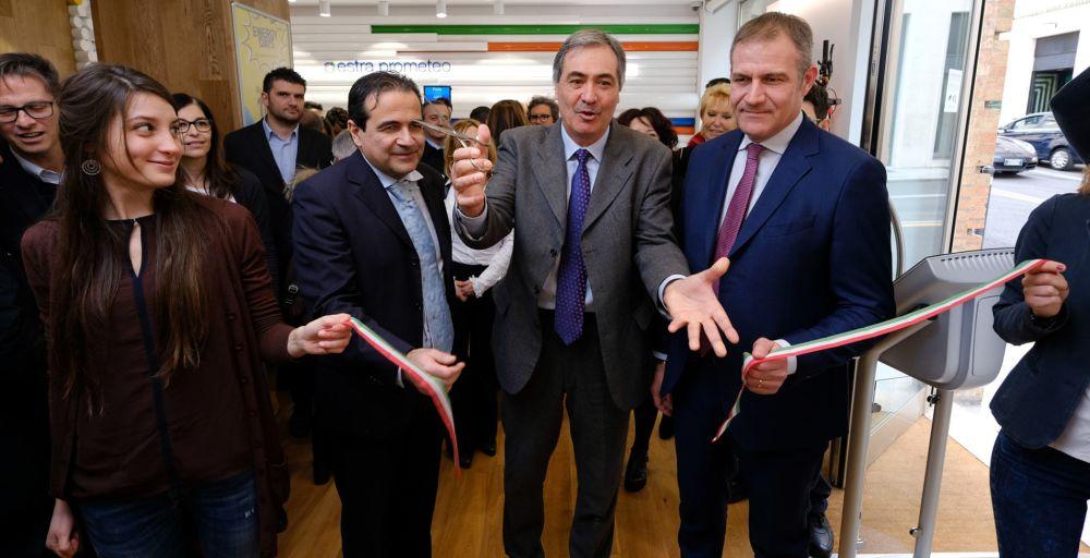 Ufficio Lavoro Ancona Orari : Inaugurato il nuovo store estra prometeo ad ancona