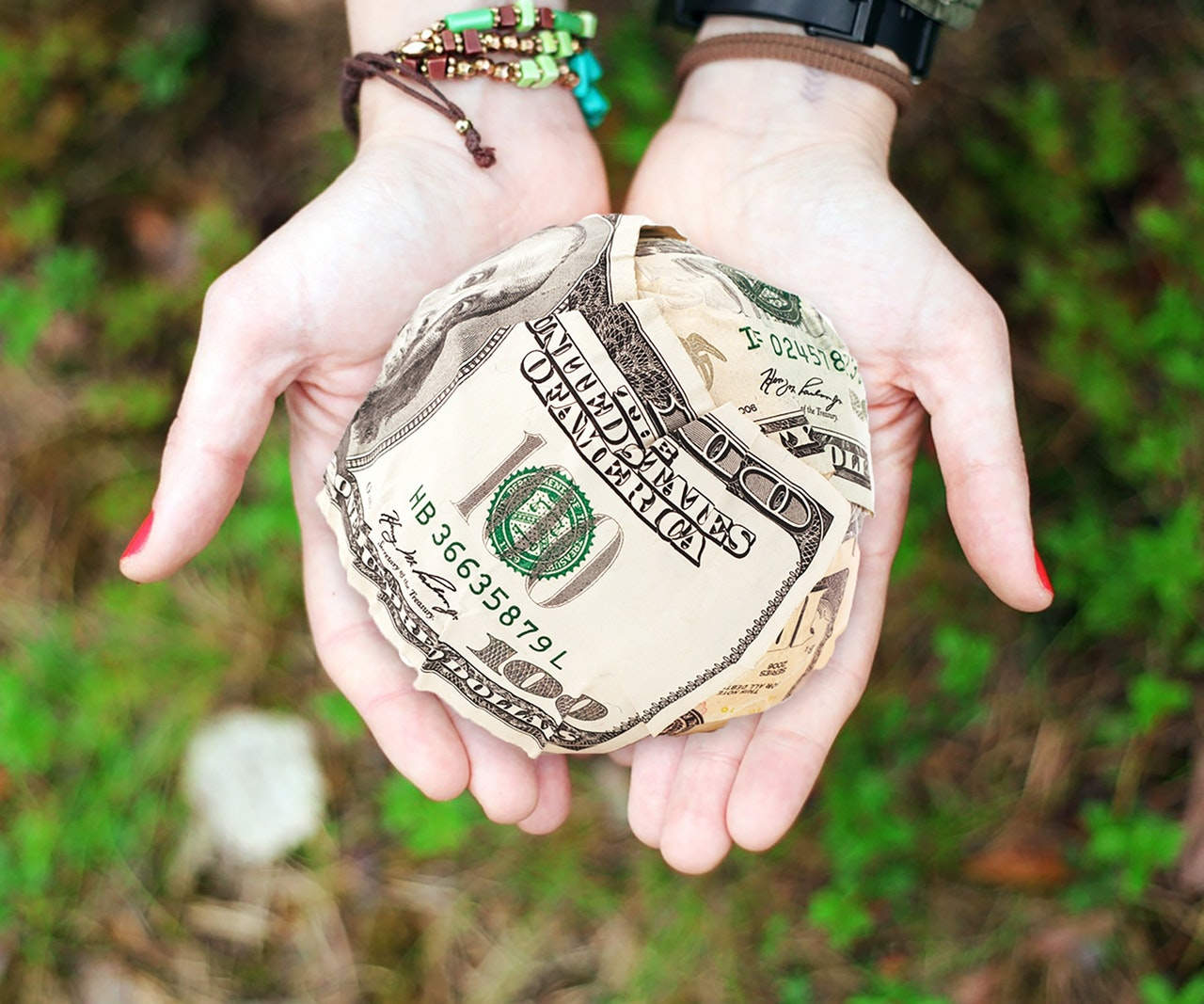 ¿Cómo ganar dinero por internet de manera fácil?