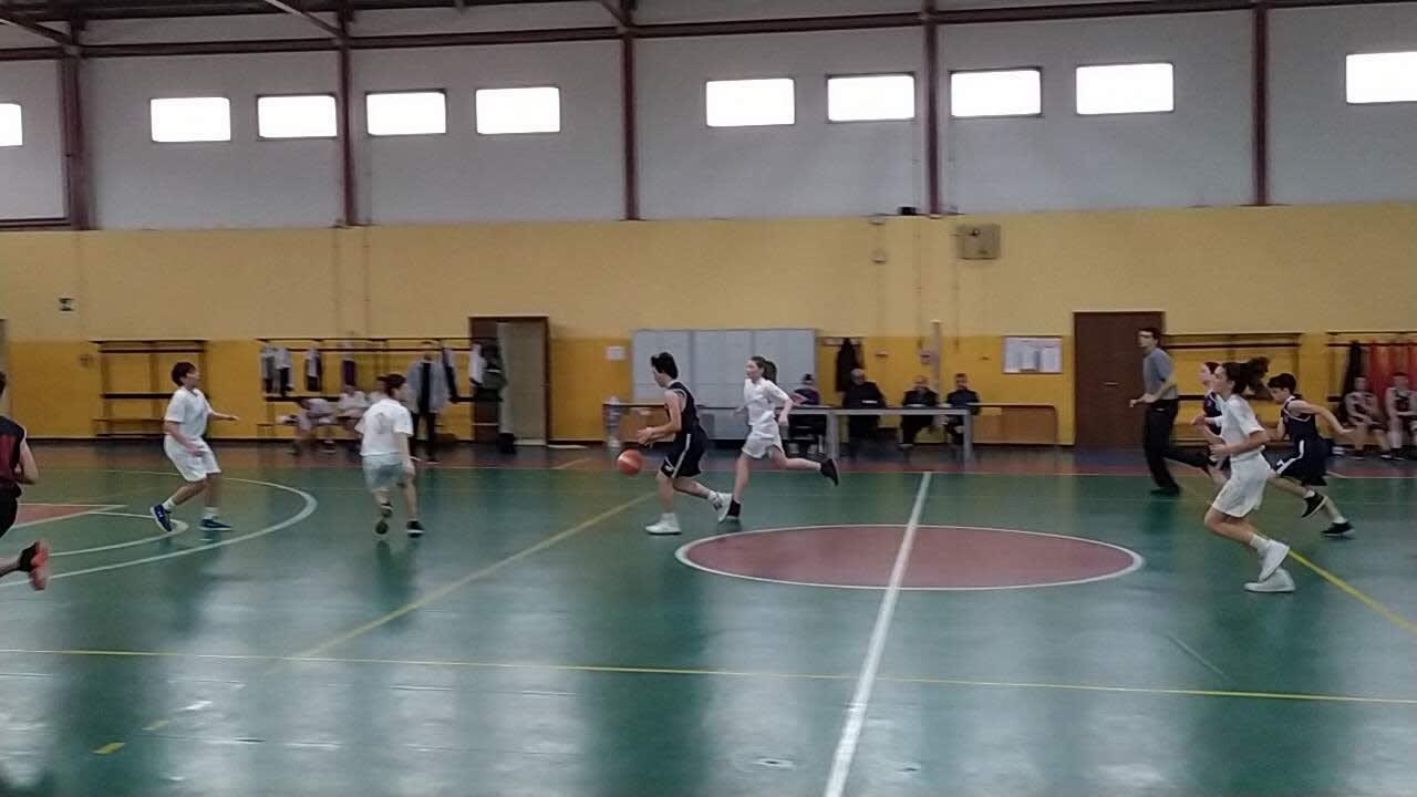 Eugenio vola a basket