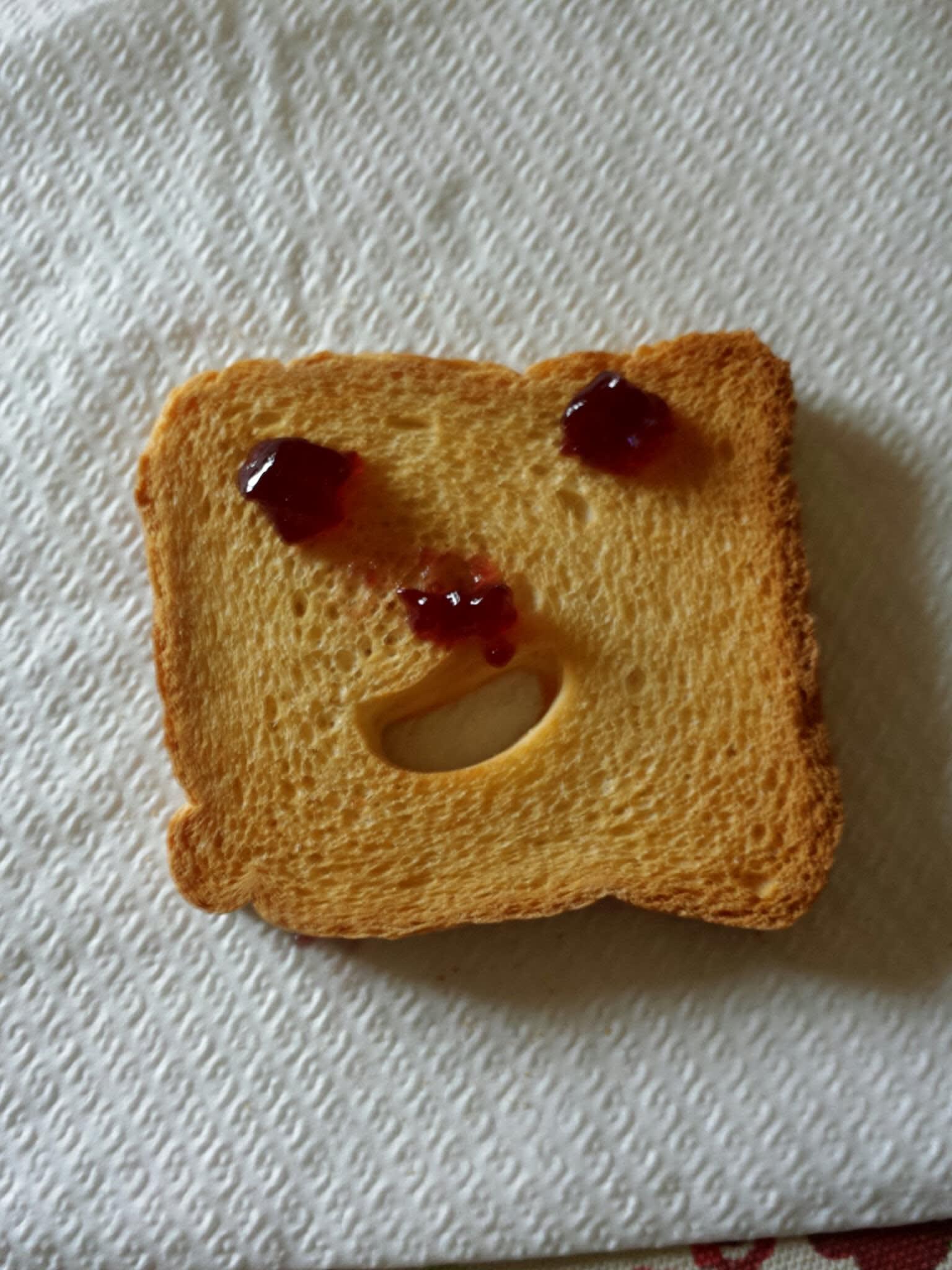 fetta biscottata che sorride