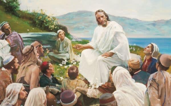 A voi che ascoltate, io dico: amate i vostri nemici, fate del bene a quelli che vi odiano, benedite coloro che vi maledicono, pregate per coloro che vi trattano male