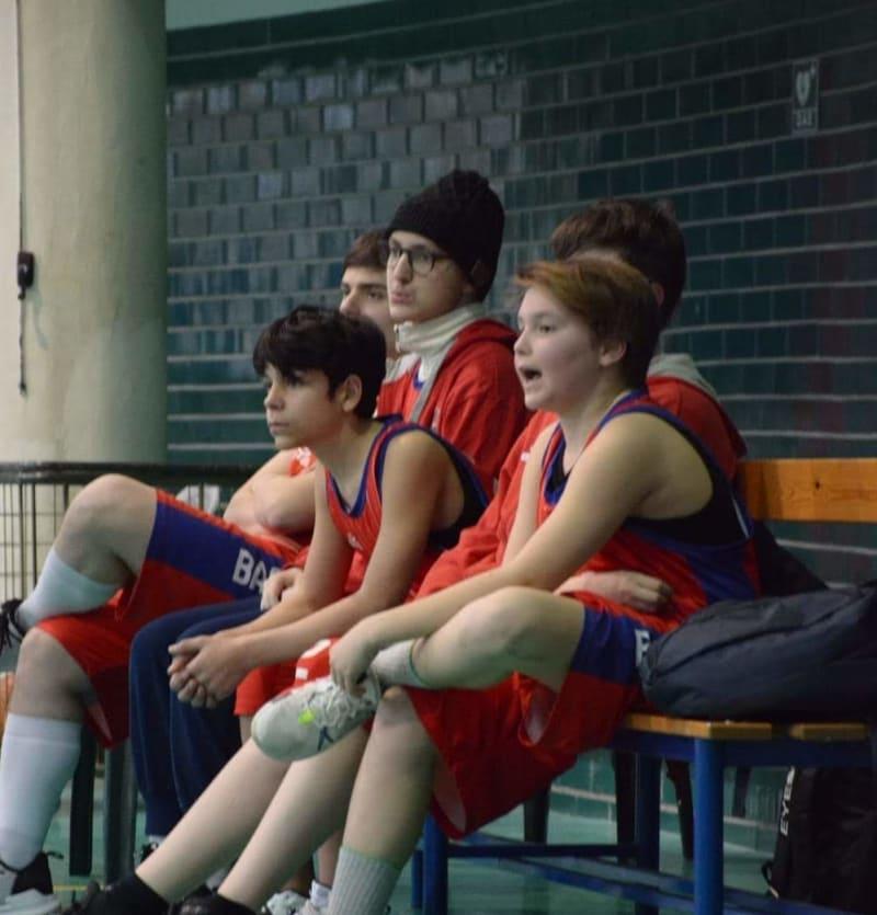 Eugenio alla partita di basket