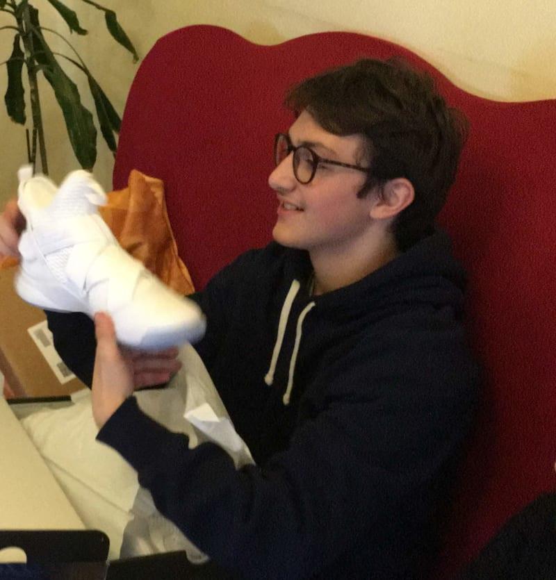 Eugenio con le sue Nike Lebron