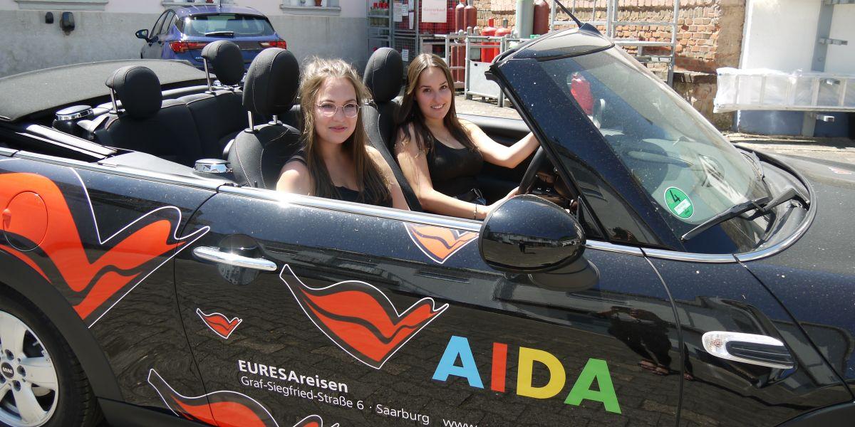 EURESA Praktikantinnen Lisa und Julia