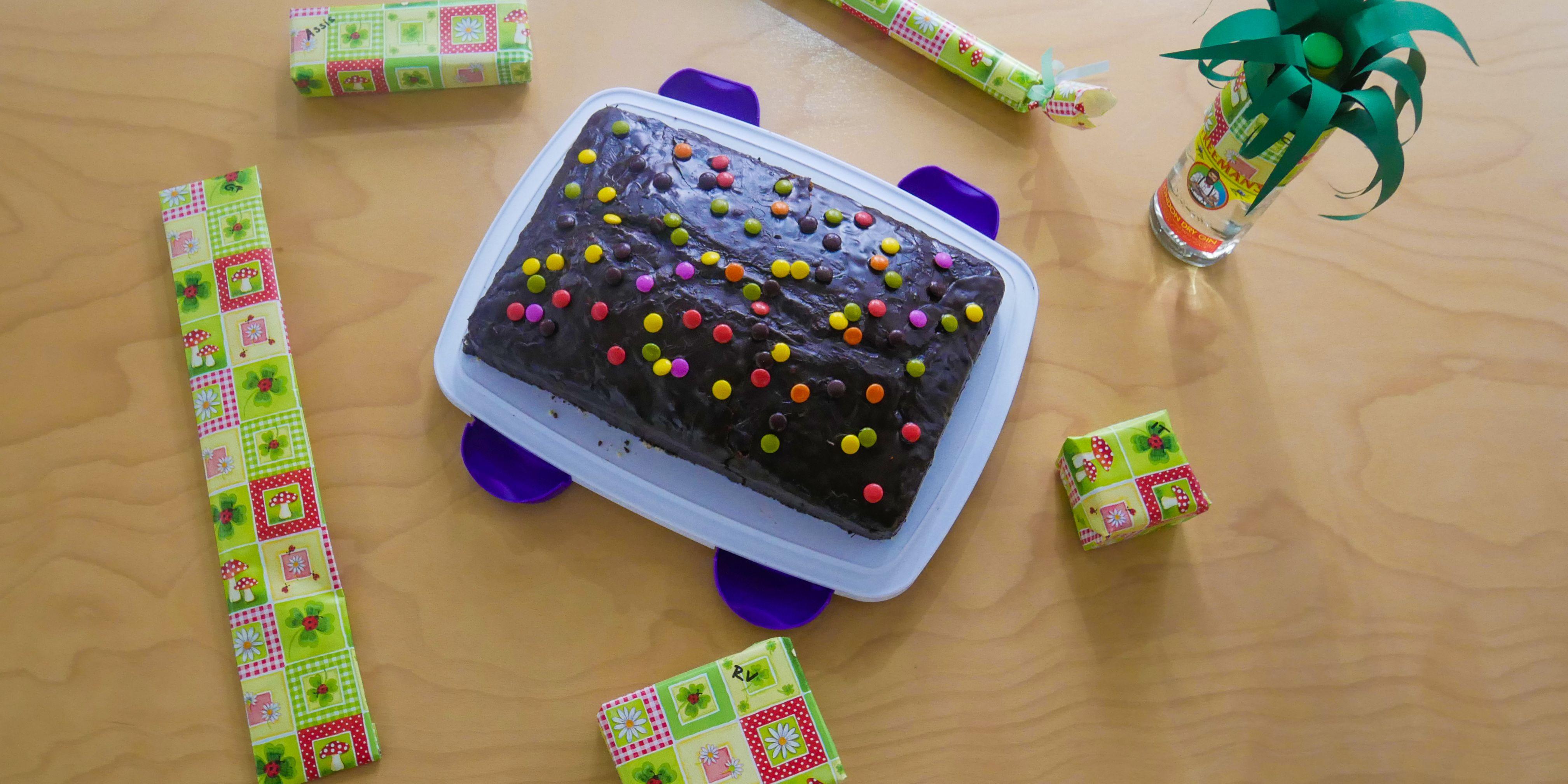 Kuchen und Geschenke von Mi