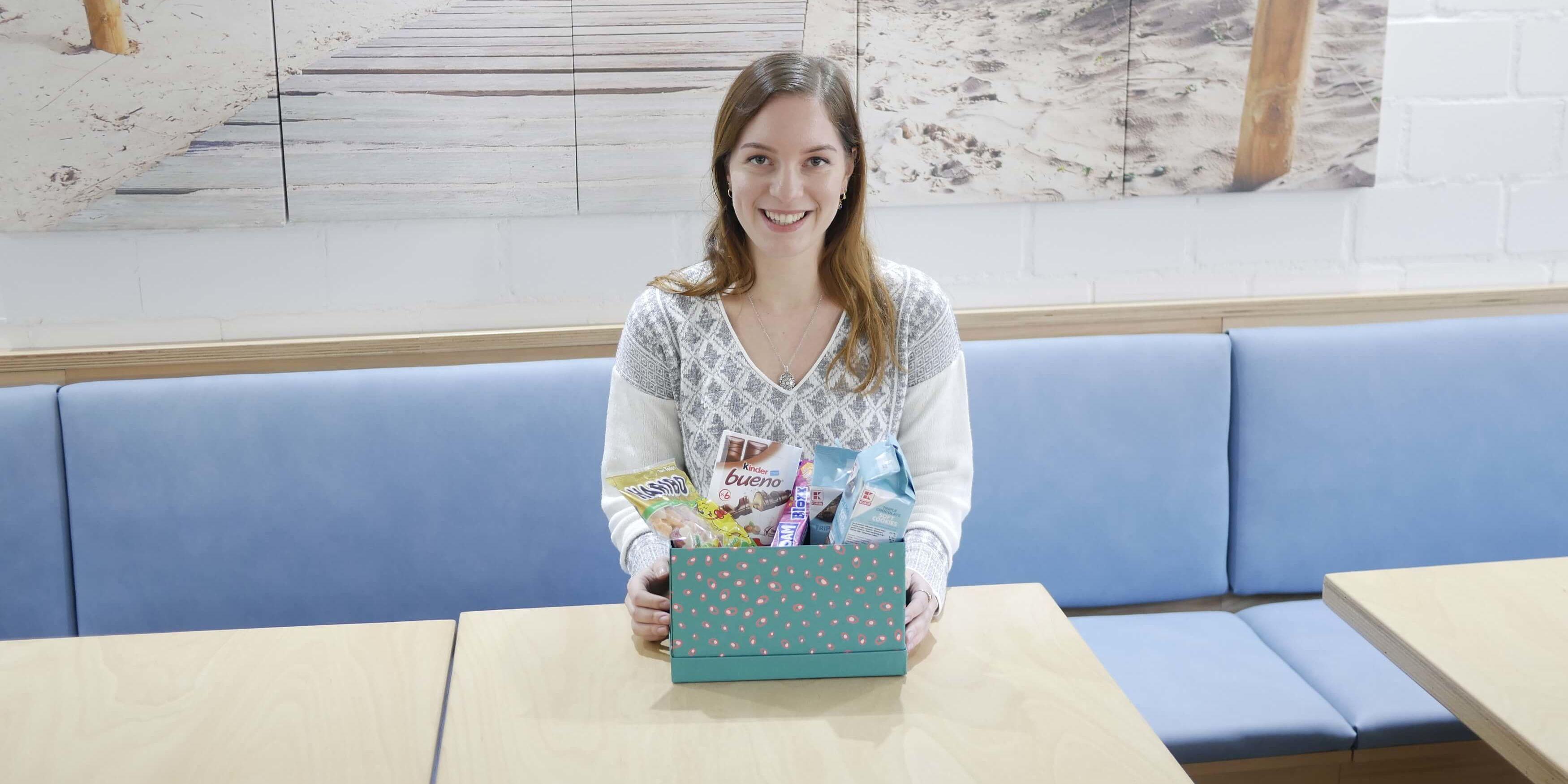 Nicole mit Prakti-Kiste