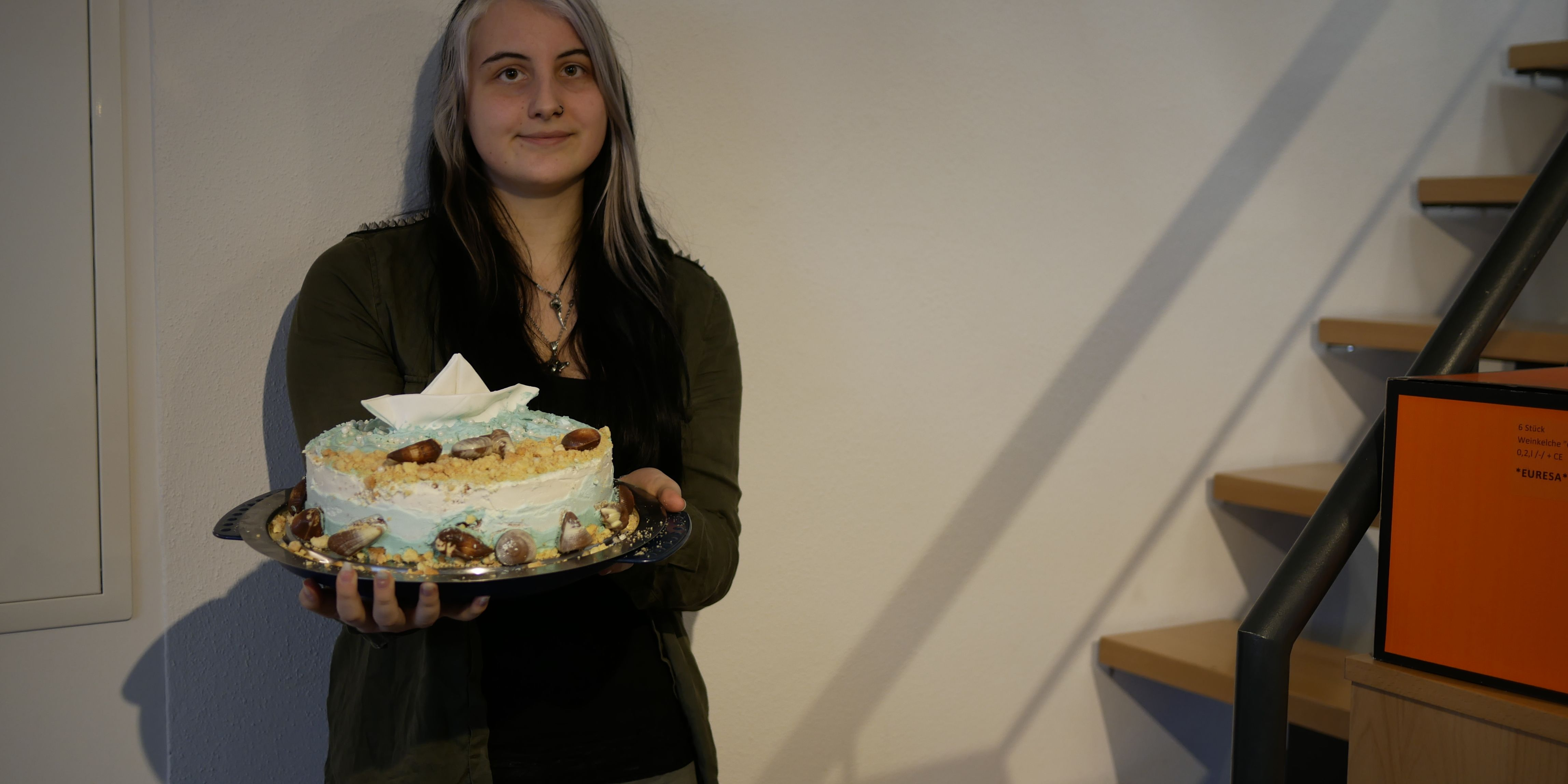 Darinka mit Kuchen