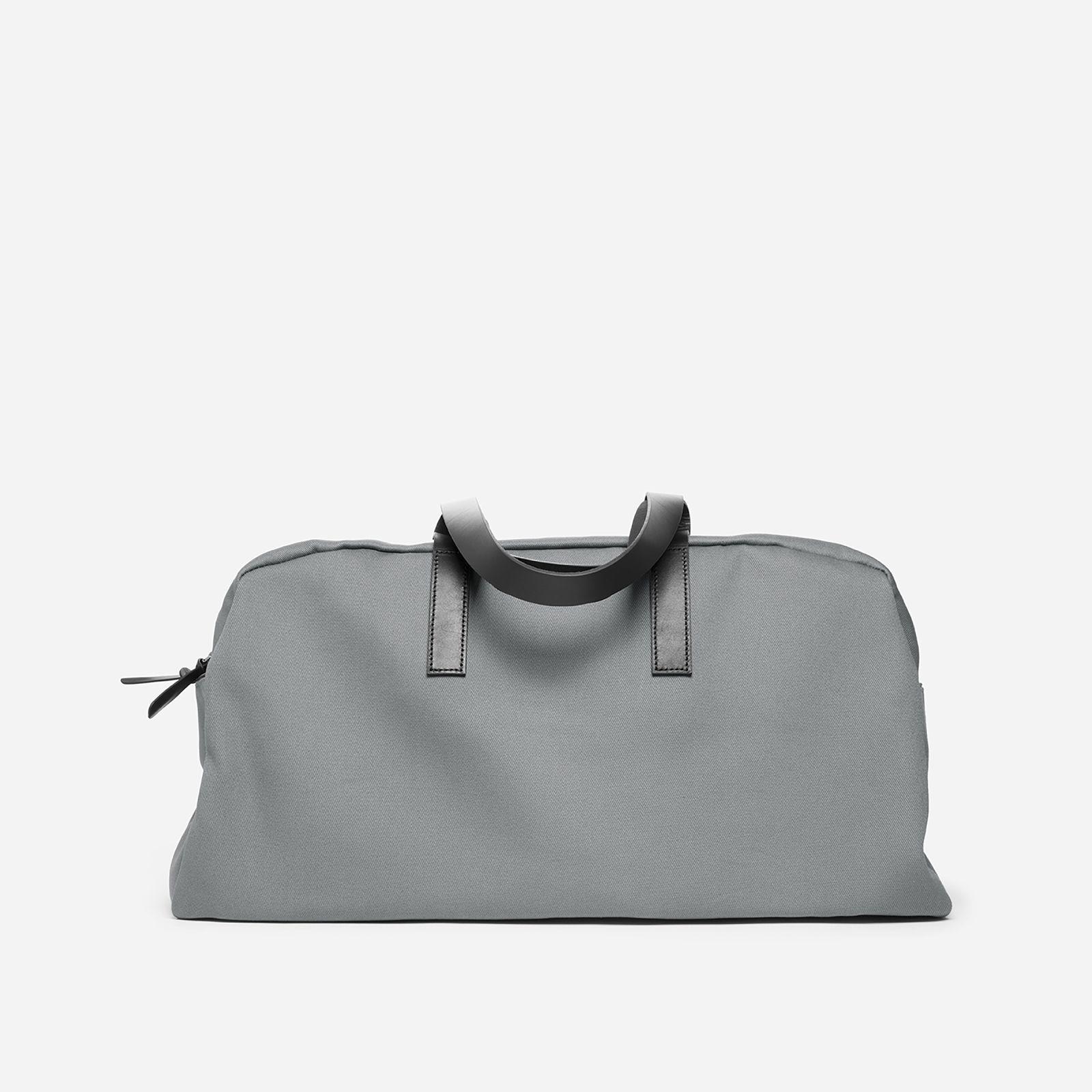 twill weekender bag by everlane in grey/black