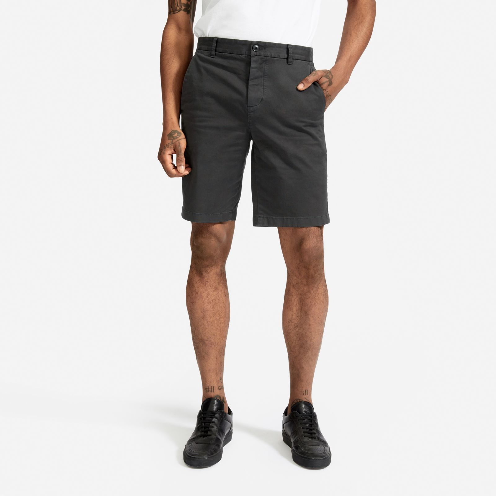 """men's midweight chino 9"""" slim short by everlane in washed black, size 38"""