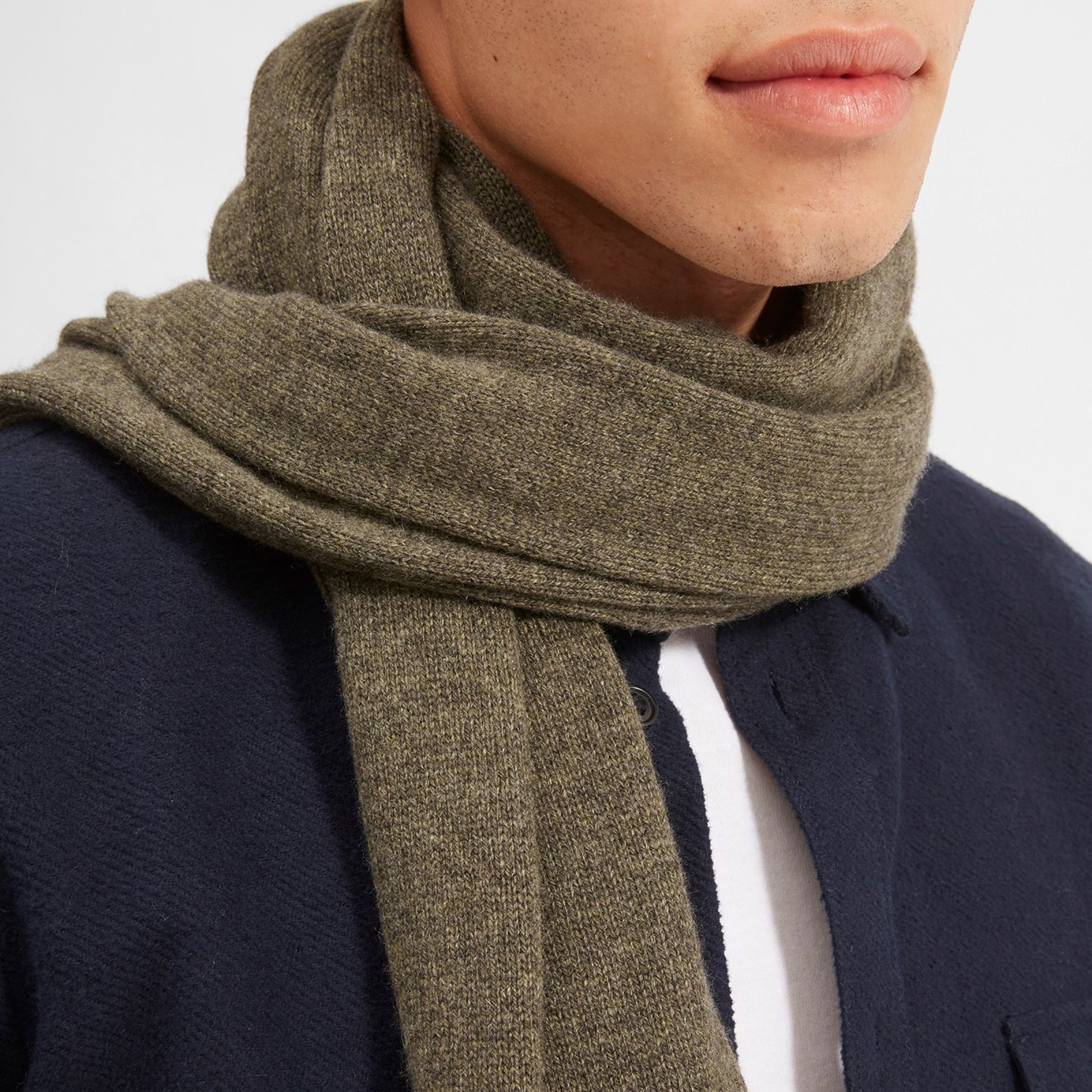men's cashmere scarf by everlane in loden