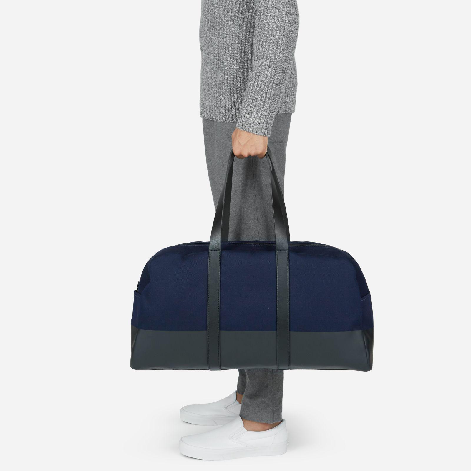 twill weekender bag by everlane in navy / black