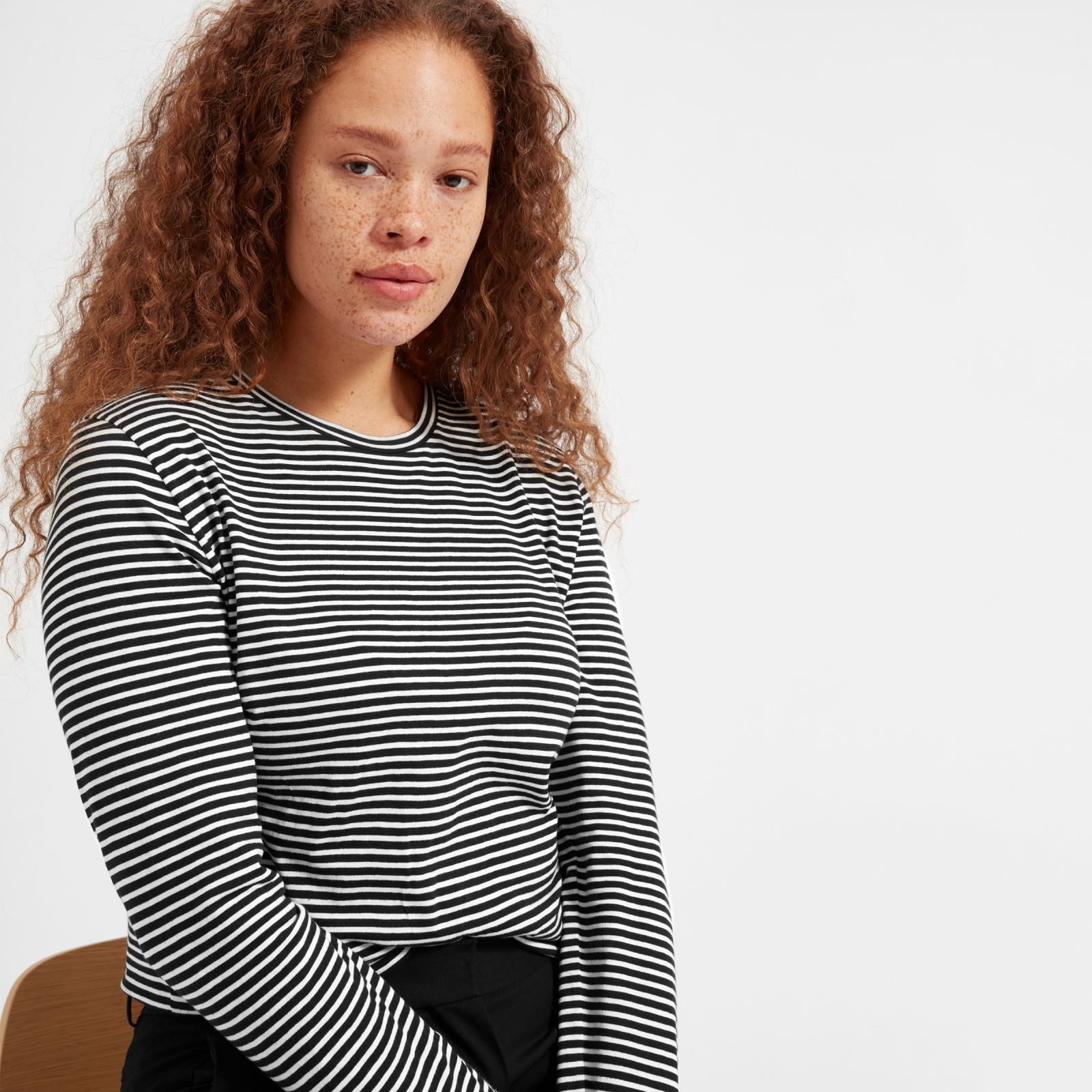 women's slim cotton long-sleeve crew sweater by everlane in washed black / bone stripe, size xl