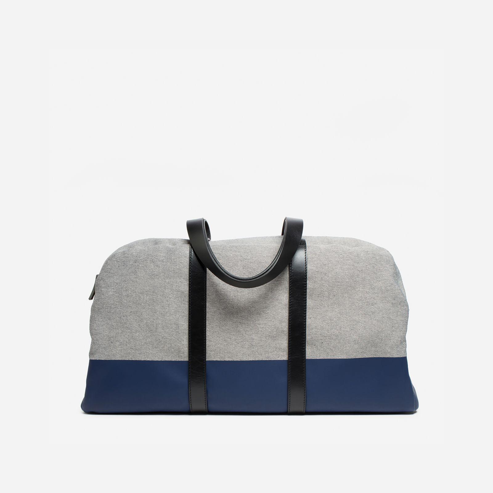 men's twill weekender bag by everlane in denim/navy