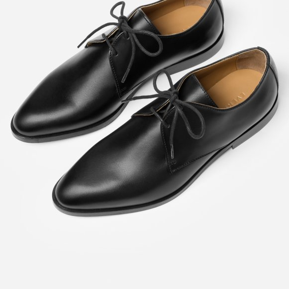 8275a3618b0c The Modern Oxford in Black / Black