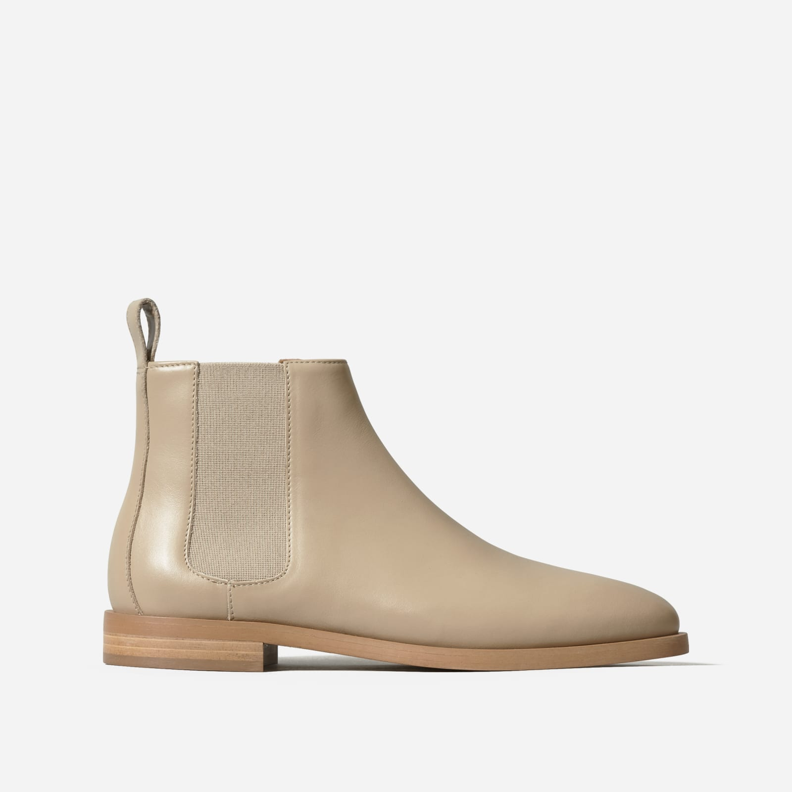 new modern chelsea boot by everlane in tan, size 6