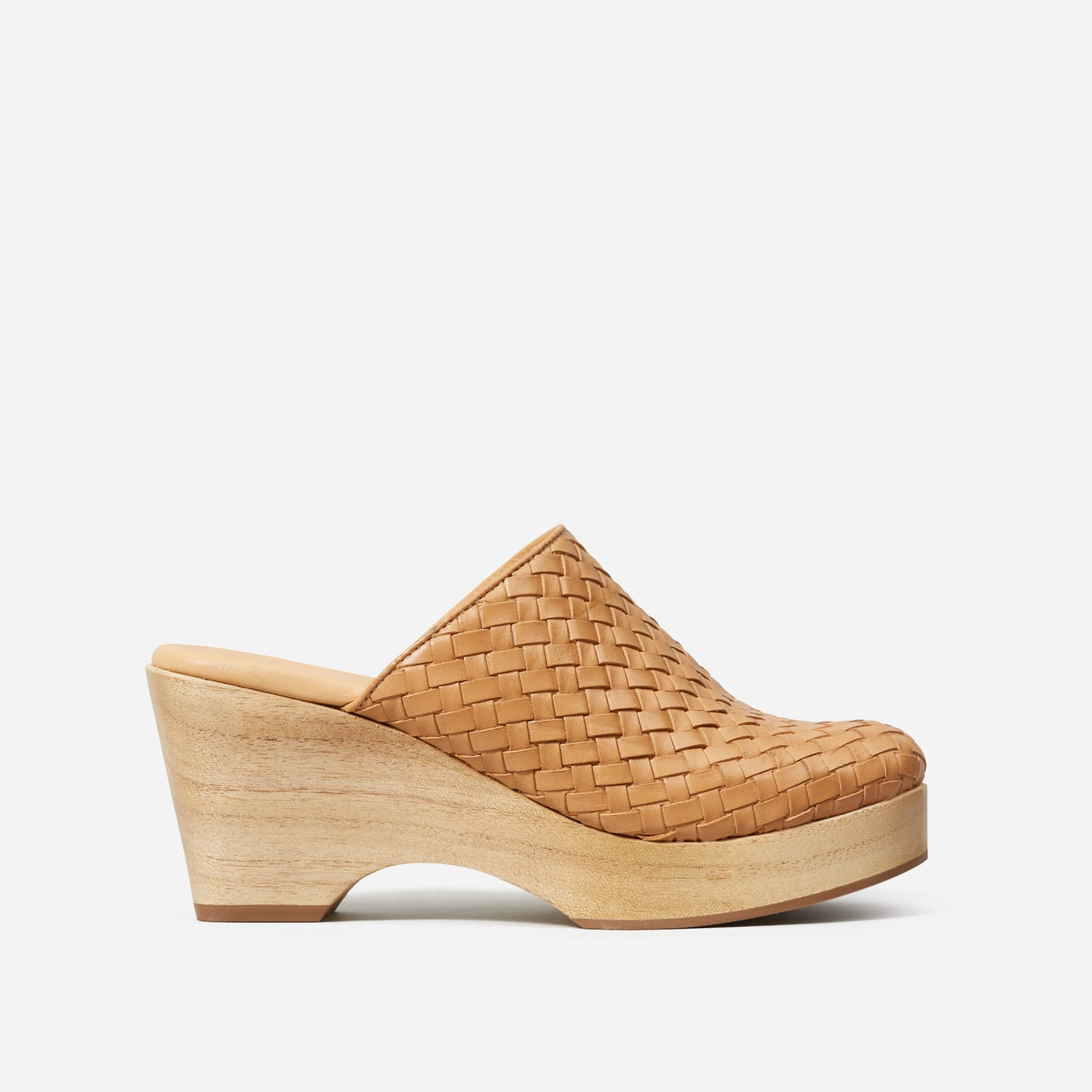 clog by everlane in tan woven, size 5