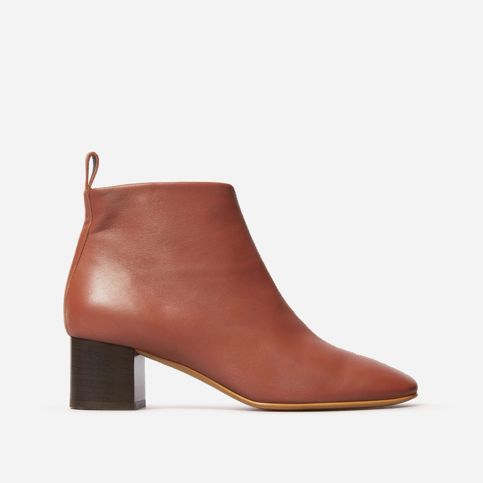 chelsea boot by everlane in brick, size 5