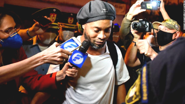 """Ronaldinho lives happily in room """"President"""", appeared to surprise millions of fans"""