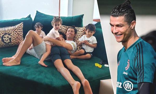"Ronaldo is still happy under isolation, girlfriend show off ""curve"""