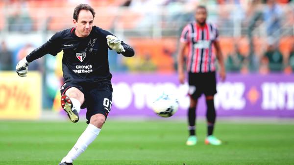"""""""Super striker"""" in the net: 131 goals, 4 Guinness stun"""