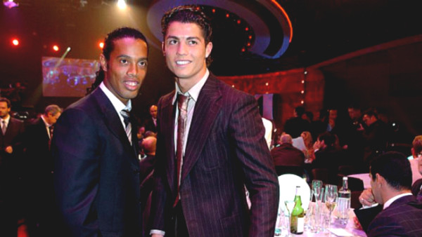 Transfer of unimaginable: If Ronaldinho joined United, Ronaldo will be like?