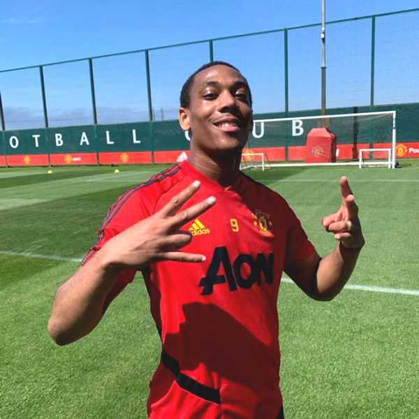 United's first training session after Covid-19: Fernandes, Lingard impress