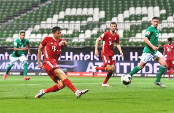 Lewandowski treble dream glowed, surpass Messi - Ronaldo to take home the Golden Ball?