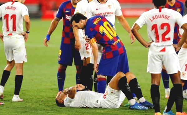 Messi stunned rough foul 2nd consecutive match still no card