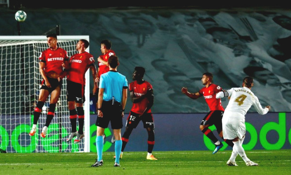 "Amazing: Sergio Ramos ""unbelievable"" free kick, celebrating like Ronaldo"