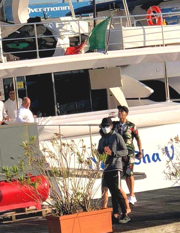 Light champions Juventus door, Ronaldo buy super-luxury yacht longing beauty