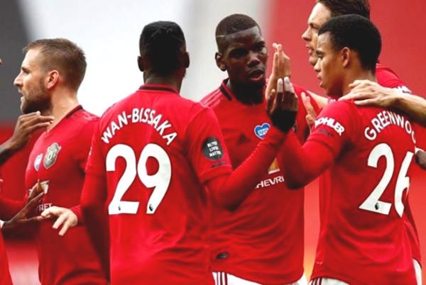 Manchester United play Aston Villa