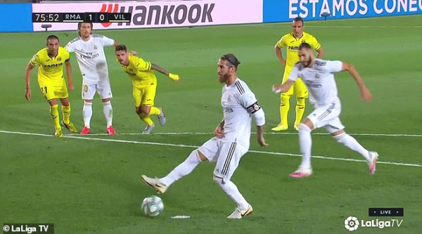 Ramos - Benzema comedy: Mimicking unsuccessful Messi - Suarez