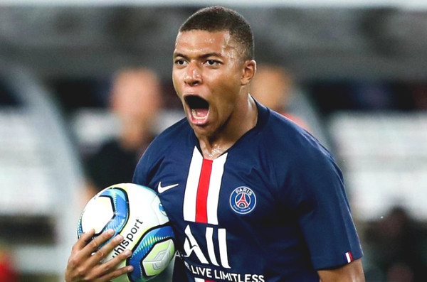 Hot 23/7 football news: Mbappe confirmed future with PSG