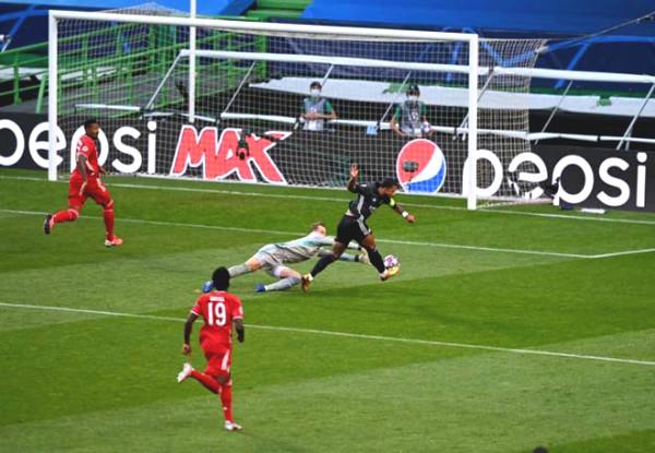 Lyon - Bayern war peak : Lewandowski finished, shining Gnabry