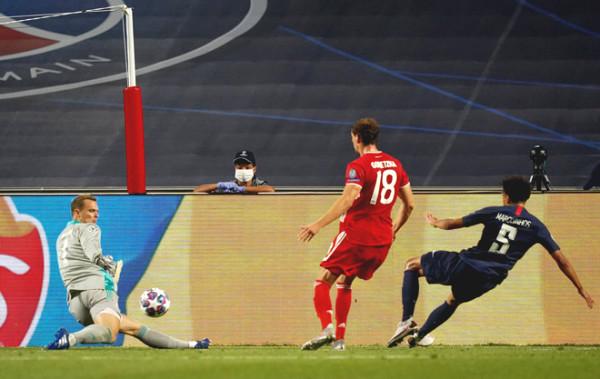 Goalkeeper Neuer the older or