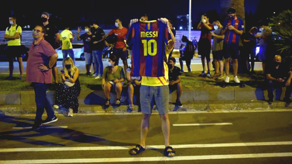 Messi left Barca faxing requires: Fan protests outside the Nou Camp, the big emotional farewell