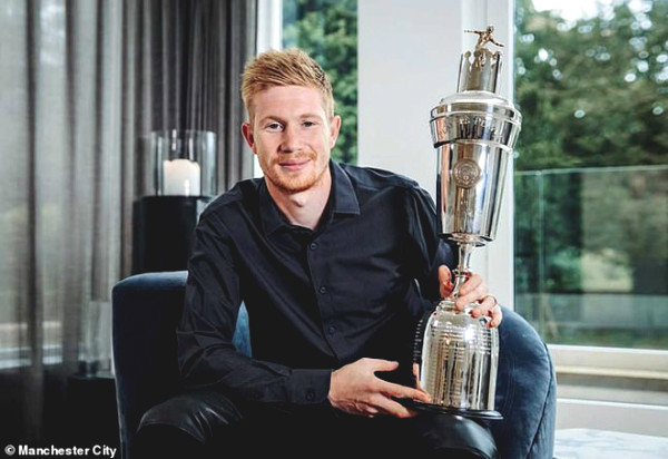 De Bruyne took the prize for the best Premier League player, MU is absent from most iconic team