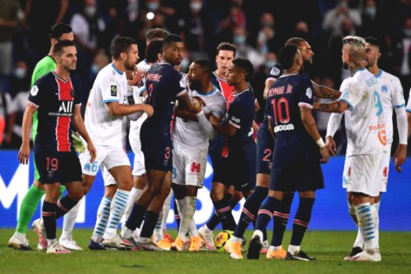 Chaos at French Football super classic: Neymar & 4 stars got red cards within 3 minutes