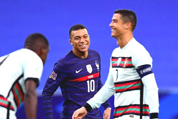 Ronaldo happy because was fighting Mbappe: idol suddenly replaced junior at PSG?