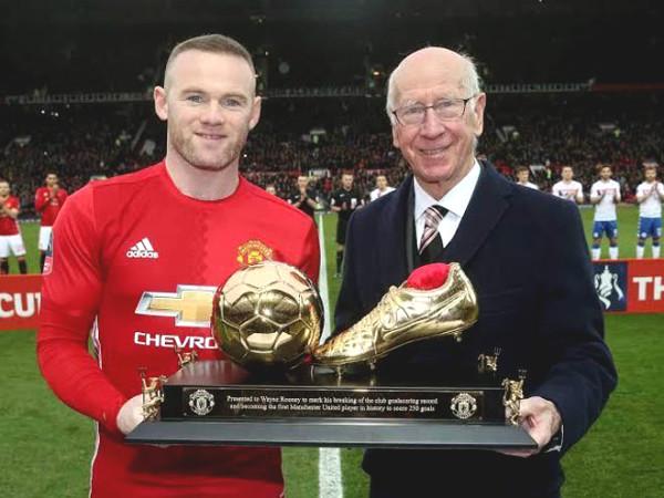 Hot Football news November 2: MU legend, Bobby Charlton has a serious sickness