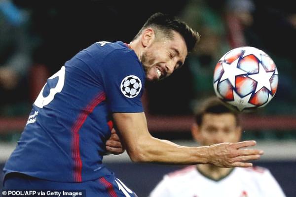 """Foolish"" as Suarez: Got punished  by the referee for peeking VAR"