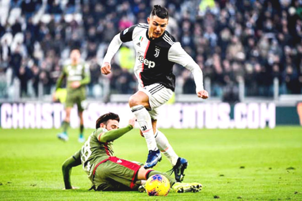 C1 Cup football commentary, Ferencvaros - Juventus: Effects Ronaldo, bombardment on away team