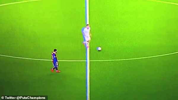 Messi looked walk opponent attacks, condemn millions of fans compared to Ronaldo