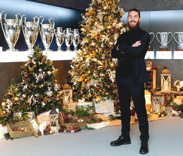 Football star celebrating Christmas: Ronaldo
