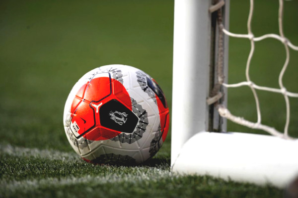 Premier League is stunned by Covid-19: Clubs urgent meeting to postpone the tournament