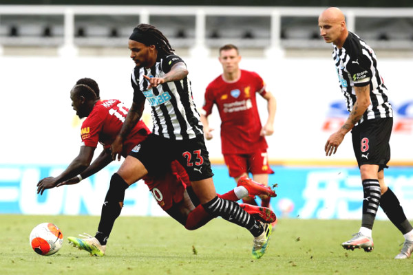 Newcastle United - Liverpool: Overcoming difficulty to win 3 points, pass MU