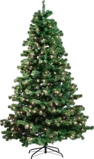 Kunstigt juletræ med lys