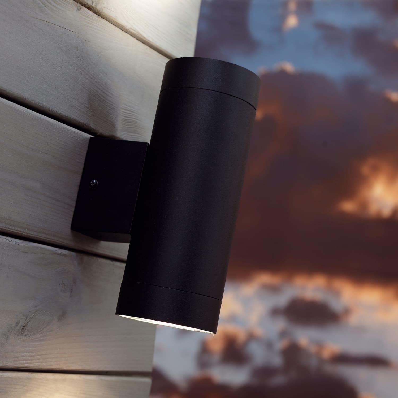 Picture of: Dobbelt Vaeglampe Med Sensor Tin Maxi Sort Udendors